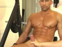 Rodolf A innocent delivery guy serviced his big cock by a guy!