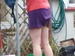 hang the washing in the garden