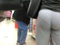 Candid milf ass in grey sweats