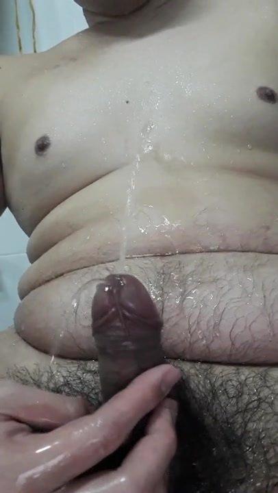Piss on my body - thai gay chubby