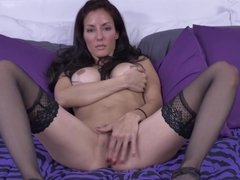 Sexbomb amateur MILF with amazing body