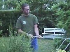 Zorra MILF follada por el jardinero
