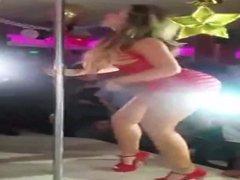 Loira Striptease Em Publico
