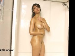 Hot Indian Babe Filmed By Photographer Taking Shower