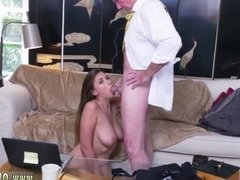 Hotel maid old man Ivy impresses with her