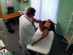 Fake Hospital - Pretty young model cums for tatto removal