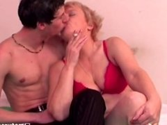 Guy gets blowjob from cigarette smoking mature