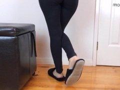 Slipper Dipping & Dangling - Shoeplay Fetish Clip