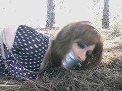 Sandra atada y abandonada en el bosque a su suerte