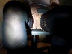voyeur camera cachee en dessous du bureau et masturbation