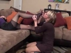 NYLON FEET SISITERS SMELLING PANTYHOSE SNIFFING NYLON MMMM
