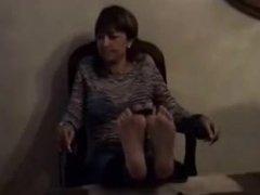 madura miranda sexy pies bastinado en la silla