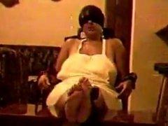 señora madura bastinado en sus sexy pies