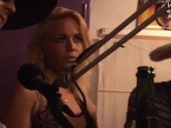 Stella Maas bij de radio