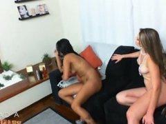 Nayara loira fudendo a amiga morena gostosa lesbica