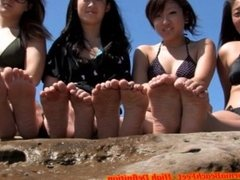 4 Asian Girls in Swimsuits Show their Feet