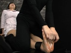 [Japan] nylon and barefeet tickling