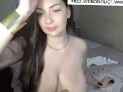 Hair and Big Tits on Awesome Body Webcam