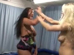 Blonde & Brunette Catfight Battle