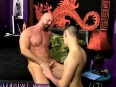 Gay fuck giant Chris gets the cum screwed out of him while he's on his