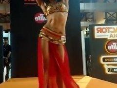 muscle girl dancing