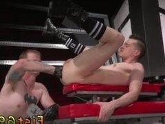 Toe fisting anal gay Tatted hottie Bruce Bang catches sight of Axel