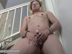 Milf Lisa Is Screwing Her Sexy Ass With a Dildo