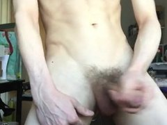 HOT TWINK WANKS HIS PIECE OF MEAT