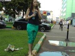 [FOOT FETISH] Anna barefoot walk 1