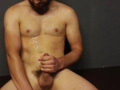 Muscle hunk jerk off a cum fountain after workout
