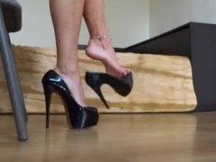 Sexy High Arched High Heel Shoe Dangle Sexy Feet Worship