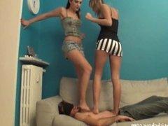 Feet mistress Sophia e Jacqueline ragazze italiane