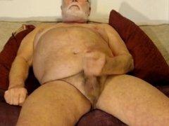 abuelo gordo 72 años pajeandose