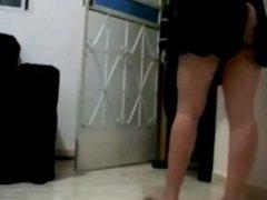 Ama de casa recibe medio desnuda al repartidor de pizzas