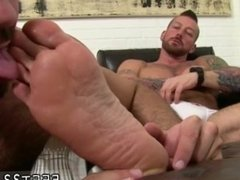 Latin boy feet pix and gay kissing male feet and gay boys feet and