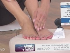 Model Deanna Shows Off Her Toes