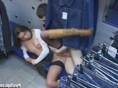 follando a clienta en tienda de ropa
