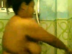 sri lankan kandy girl dinusha wellangiriya taking a bath and masterbate