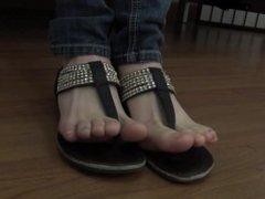Toe wiggle in sandals