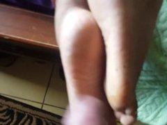 Cumming on her soles 1