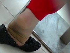 Scrunching nylon Toes-candid in flat