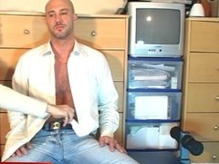David, innocent delivery str8 guy serviced his big cock by a guy!