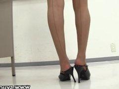 Young asian teacher in miniskirt! upskirt thong flashing in the classroom !