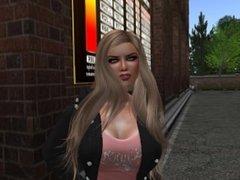 Une jolie blonde sexy en mini jupe et collant noir et tee shirt saumon