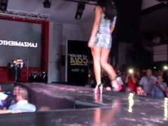 Latina model in too short minidress lets fans an upskirt view from her ass!