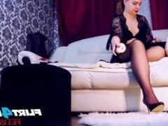 Kinky Mistress Stockings & Feet Tease