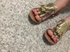 Inna with pretty toes in golden sandals
