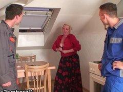 Old mature woman pleases two repairmen