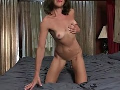 43 yr old First Timer Mindy Johansen from AllOver30.com