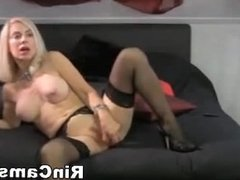 A true blonde dildo user
